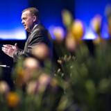 Statsminister Lars Løkke Rasmussen på talerstolen med regeringens hilsen.