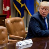 US President Donald Trump looks at the empty chair of Senate Minority Leader Chuck Schumer (L), D-New York, after Schumer cancelled their meeting at the White House in Washington, DC, on November 28, 2017. / AFP PHOTO / JIM WATSON