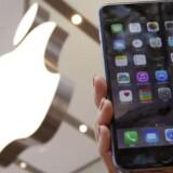 Alle iPhone-telefoner med nyeste udgave af mobilstyresystemet iOS er krypteret, så personlige data kodes, og end ikke Apple har adgang til dem, siger IT-giganten i en retssag, hvor justitstministeriet kræver hjælp til at komme ind i en beslaglagt telefon. Arkivfoto: Yuya Shino, Reuters/Scanpix