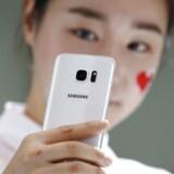 Når Samsungs nuværende toptelefon, Galaxy S7 (billedet), 29. marts afløses af sin efterfølger, rykker den digitale butler, Bixby, med ind i telefonen. Arkivfoto: Kim Hong-Ji, Reuters/Scanpix
