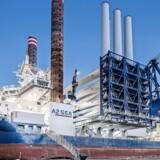 A2Seas skibe er ved at være indhentet af den hastige udvikling indenfor vindmølleindustrien, idet de kun lige netop kan rejse tidens 220 meter høje havvindmøller. Foto: A2Sea
