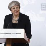 Den britiske premierminister, Theresa May, siger i en tale i Firenze, at en overgangsordning i EU efter brexit i 2017 formentlig vil vare to år.