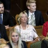 Dansk Folkepartis Dorthe Ullemose sidder i midten med hvid trøje.