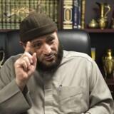 Formanden for Grimhøj-moskeen, Oussama El-Saadi, mener, at politikerne forsøger at krænke hans ytringsfrihed.