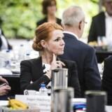 Statsminister Lars Løkke Rasmussen indbyder civilsamfundet til et topmøde om en bedre integrationsindsats på Marienborg. Her er det Inger Støjberg