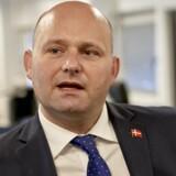 Justitsminister Søren Pape Poulsen slog fast under et samråd i Retsudvalget, at regeringen ikke har planer om at suspendere Logningsbekendtgørelsen, før EU-Komissionen er kommet på banen. »Vi får en lovændring, og jeg håber, vi får den i 2018. Jeg har tillid til kommissionen, når den siger, at den kommer med en melding i år,« siger han ifølge Version2 (foto: Claus Bonnerup/Scanpix 2018).