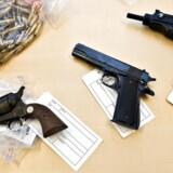 Arkivfoto. En sag fra Malmø viser, hvordan smuglere fuldt lovligt købte maskinpistoler, der endte hos danske kriminelle.