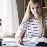 Studiejobs påvirker startlønnen positivt, når de studerende efter endt uddannelse skal ud på arbejdsmarkedet. Josefine Thuesen studerer dansk og har fravalgt et studiejob, for at kunne fokusere på læsningen.