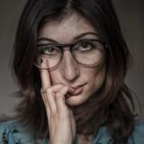 »Hvis sexdriften undertrykkes, er det direkte usundt og kan have farlige konsekvenser. Både for mænd og kvinder – det er logik for burhøns,« konstaterer den dansk-iranske kunstner og debattør Firoozeh Bazrafkan. Foto: Bo Amstrup