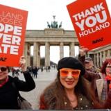 I Tyskland viste demonstrerende torsdag deres sympati for valgresultatet i Holland. Foto: Fabrizio Bensch