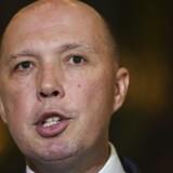 Australiens indenrigsminister, Peter Dutton, der har ansvaret for immigration, overvejer at lade hvide landmænd fra Sydafrika komme forrest i køen til at få opholdstilladelse i landet.