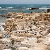 Resterne af en gammel romersk havn i Israel.