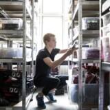 Der er fyldt op på hylderne i Daniel Johannesens nyerhvervede lager i Horsens. På adressen har han også forretningens kontor, hvor han driver Watery fra, når han ikke går i gymnasiet. Foto: Mikkel Berg
