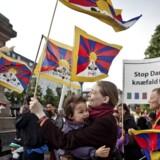 (ARKIV) Demonstration mod Kinas menneskerettighedsovertrædelser over for Tibet, Free Tibet, på Højbro Plads i København fredag d. 15. juni 2012 i forbindelse med den kinesiske præsident Hu Jintaos statsbesøg i Danmark. En sag om politiets indgreb mod folks ytringsfrihed ved et kinesisk statsbesøg og om vildledning af Folketinget trækker nu yderligere i langdrag . (Foto: Dennis Lehmann/Scanpix 2017)