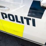 Naboen har set en mand forlade en lejlighed i Kolding, hvor politiet natten til mandag fandt en såret person.