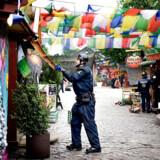 Københavns Politi fjernede fredag 17. juni 2016 hashboderne i Pusher Street i Christiania. De vendte dog hurtigt tilbage. Politiets indsats på området er blevet nedprioriteret de senere år. (Foto: Liselotte Sabroe/Scanpix 2016)