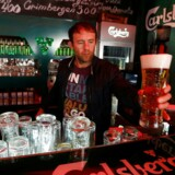 En stor mangel på kulsyre kan få store konskvenser for øl- og sodavandsudskænkningen i Europa. Carlsberg garenterer dog, at der fortsat vil være øl til de tørstige danskere henover sommeren.