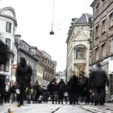 Lave prisstigninger på varer gør, at inflationen i november faldt en smule, viser tal fra Danmarks Statistik.
