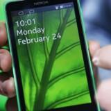 Den finske mobilgigant Nokia er på vej tilbage på smartphonemarkedet, denne gang med Android-telefoner. Det har Nokia prøvet før, nemlig med bl.a. denne Nokia X, som blev præsenteret i 2014, kort før Microsoft købte hele mobilbutikken af finnerne. Arkivfoto: Gustau Nacarino, Reuters/Scanpix