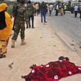 Somalias nyudnævnte forsvarschef, Mohamed Ahmed Jimale, var øjensynligt mål for kraftig bilbombe.