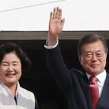 Den sydkoreanske præsident Moon Jae-in ser sit lands investeringer i Kina gå i opløsning.