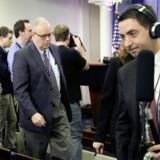 Journalister forlader pressebriefing i Det Hvide Hus, efter reportere fra flere store nyhedsmedier var blevet udelukket fra seancen.