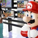 Super Mario skal på ekstrahårdt arbejde, hvis der skal hentes penge hjem til ejermanden, Nintendo. Wii-salget ventes at gå voldsomt ned i år. Foto: Yoshikazu Tsuno, AFP/Scanpix