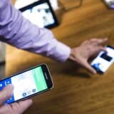 Med tale på 4G-/LTE-nettet er der så megen kapacitet, at man undervejs i en samtale kan skifte fra almindelig tale til videoopkald og tilbage igen, samtidig med at samme mobilforbindelse bruges af en anden i husstanden til at se film på i baggrunden. Her demonstrerer TDC den nye teknologi. Arkivfoto: Simon Læssøe, Scanpix
