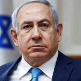 Flere medier i Israel har tidligere tirsdag skrevet, at politiet vil afslutte en 14 måneder lang efterforskning med at anbefale, at der rejses tiltale mod Netanyahu for to forhold: Et for bestikkelse og et for korruption.