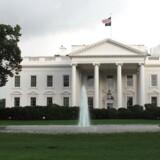 Bombeeksperter er ved at undersøge en mistænkelig pakke, der blev fundet ved Det Hvide Hus. (Arkivfoto) Colourbox