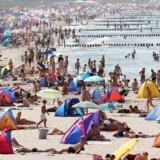 Stranden ved Warnemünde i Nordtyskland på en ekstra varm sommerdag.