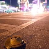 »Nede i vores hotelreception står der vel en 20-25 kampklædte politibetjente med maskingeværer. Alt er spærret af,« fortæller danske Nicolas Butler, der er rejsekonsulent i Eventcom og lige nu befinder sig i Las Vegas.