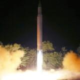 Kina fordømmer Nordkoreas missilaffyring, der sendte et interkontinentalt missil tværs henover Japan.