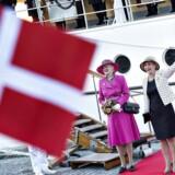 Dronning Margrethe indledte torsdag et to-dages besøg i Langeland Kommune. Her ankommer Dronningen med kongeskibet Dannebrog til havnen i Rudkøbing.