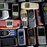 Et historisk udvalg af kendte og mindre kendte Nokia-telefoner fra 2012. Om få måneder kommer de første Nokia-smartphonetelefoner med Android på markedet, når Nokia gør comeback på mobilscenen. Arkivfoto: Kacper Pempel, Reuters/Scanpix