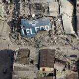 Her et billede fra 12 januar efter jordskælvet ramte Port-au-Prince.