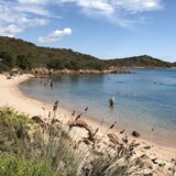 Når sand fra de sardinske strande bliver beslaglagt, bliver sandet gemt med en note om, hvilken strand sandet er fra.