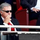 Den amerikanske rigmand Stan Kroenke, der nu har købt fuld kontrol over den engelske fodboldklub Arsenal FC, under en fodboldkamp på Emirates Stadium d. 6. maj 2018.