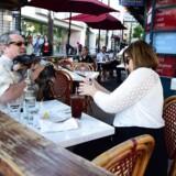 Arkivfoto. Monsieur Marcel restaurant i Santa Monica, Californien. Robyn Beck / AFP