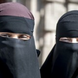 Onsdag – 1. august – træder det nye tildækningsforbud i kraft. Det betyder, at skjule sit ansigt i det offentlige rum.