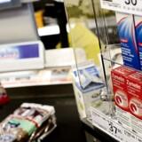 Varmen har gjort det svært for butikker at holde den rigtige temperatur til at kunne bevare håndkøbsmedicin.