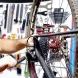 Det er sjældent, at en cykelreparation bare er en cykelreparation. Der er ofte lidt mere i vejen, end man selv tror.