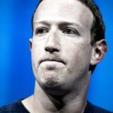 De seneste måneders skandaler omkring Facebook har kostet stifteren Mark Zuckerberg og de øvrige aktionærer dyrt.Manglende vækst i antallet af brugere får Facebooks aktiekurs til at styrtdykke på trods af et kvartalregnskab med rekordresultat.