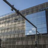 William Browder fra Hermitage Capital, der allerede har politianmeldt Danske Bank til de danske myndigheder for bankens rolle i hvidvask for milliarder, anmelder nu også banken til estiske myndigheder med kraftige beskyldninger rettet mod 26 ansatte.
