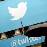 Twitter fortalte fredag, at antallet af månedlige brugere er faldet i andet kvartal, og at tallet fortsat kan falde, mens Twitter rydder ud i falske brugere. Forventningerne afspejler Facebooks, der ligeledes venter en nedsat vækst året ud.