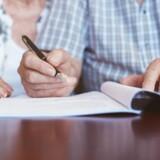 En søn er bekymret for sin arv i kølvandet på moderens død og stedfaderens forespørgsel om hans underskrift på nogle papirer.