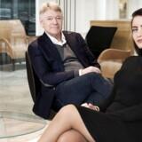 Erik Bagger er begyndt at designe møbler efter at have designet glas i mange år. Her med sin hustru Caroline Bagger i deres showroom i Tuborg Havn.