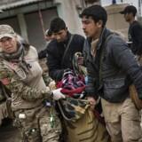 Feltklinik i Mosul, hvor sårede og dræbte bliver bragt hen.