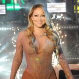 Mariah Carey prøvede at bevare masken under nytårsshowet på Times Square i New York, selvom alt gik galt.