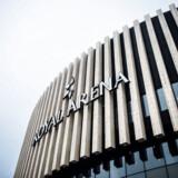 Om kort tid åbner Københavns nye mulitarena, Royal Arena, efter fem års arbejde. Undervejs har de ansvarlige personer bag byggeriet brugt så mange penge på luksusvine, Magnum Champagne, ekstravagante middage og luksusrejser, at eksperter taler om uhørt ekstravagance og muligt mandatsvig.